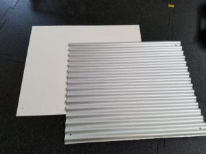 石油ストーブの遮熱板を作成|ケイカル板とガルバリウム鋼板に穴